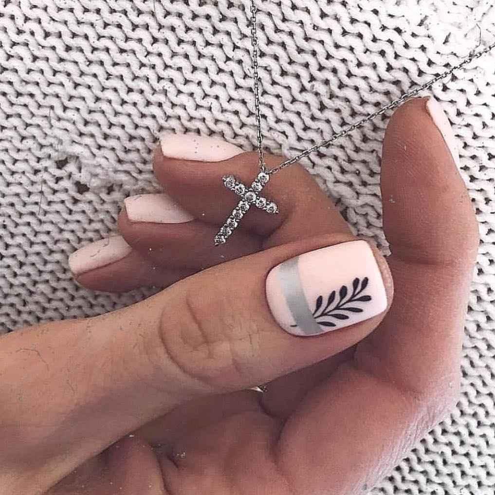 Нежный матовый маникюр на короткие ногти фото_11