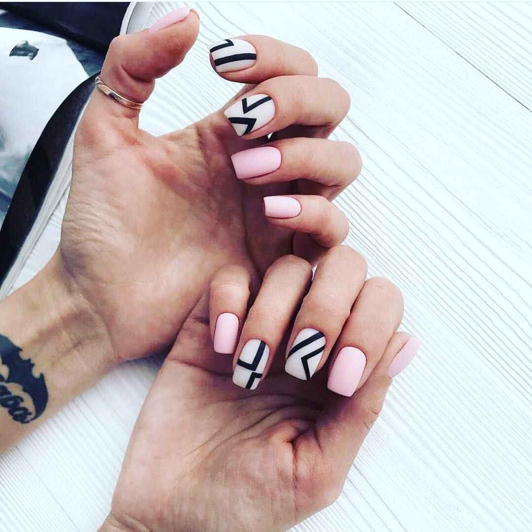 Матовый маникюр на короткие ногти с рисунком или декором фото_27
