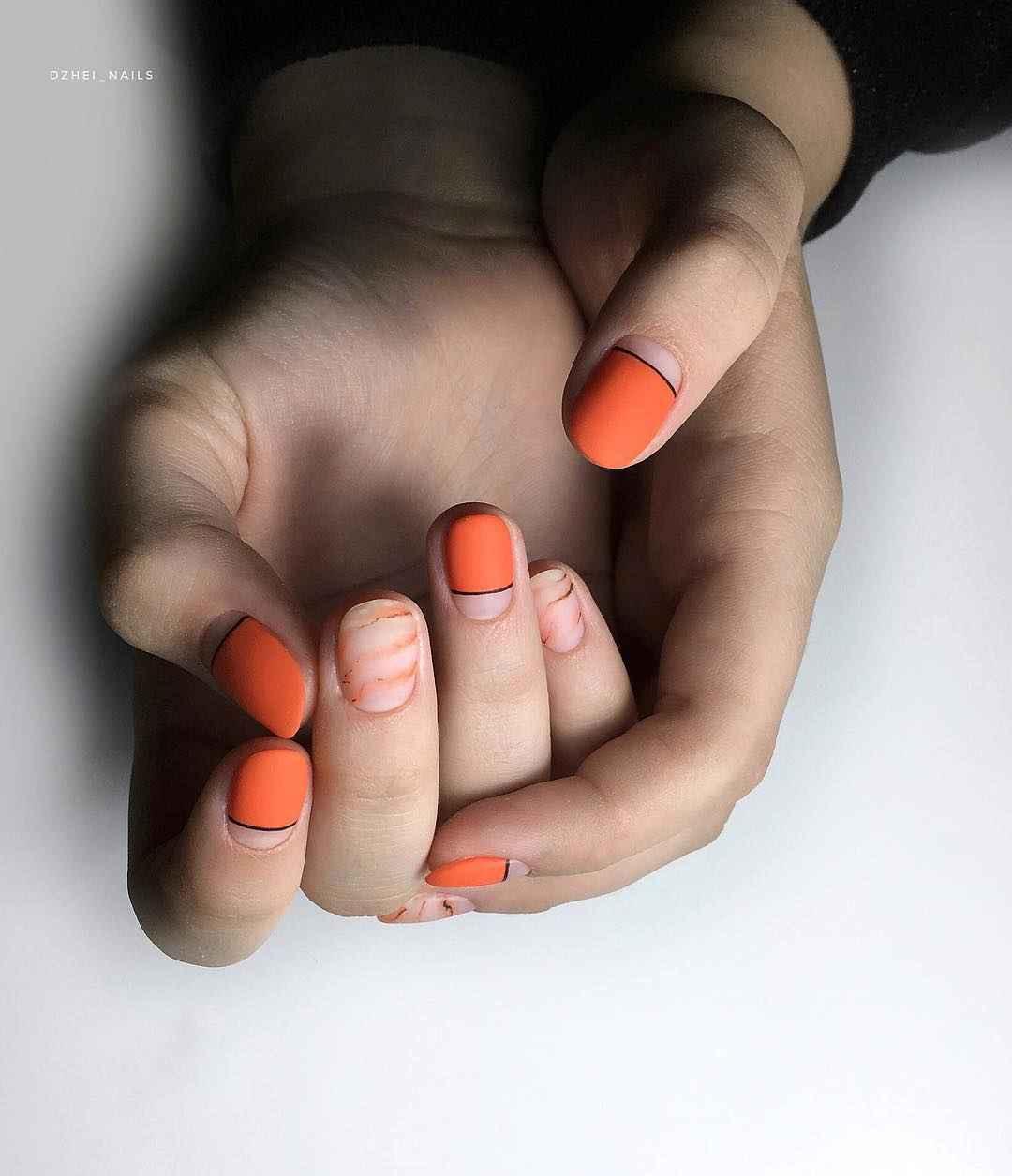 Матовый маникюр на короткие ногти с рисунком или декором фото_26