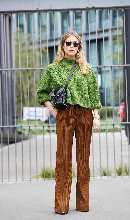 С чем носить коричневые брюки фото_24