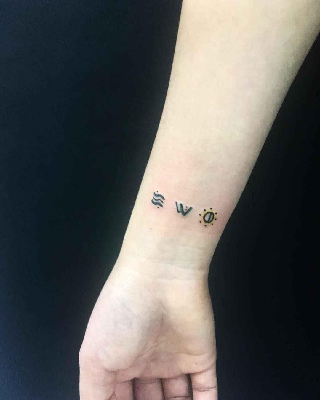 Маленькие татуировки для девушек на запястье фото_43