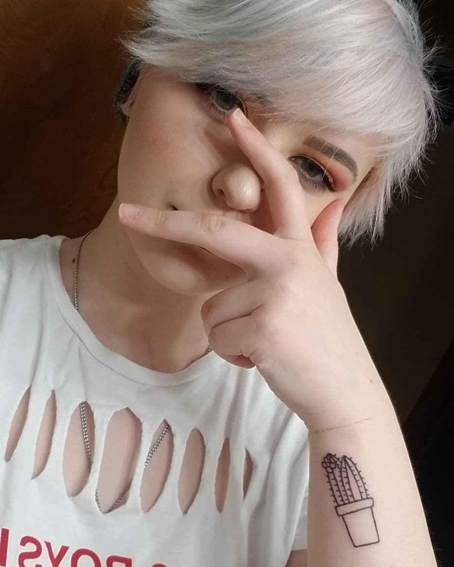 Маленькие татуировки для девушек на запястье фото_42