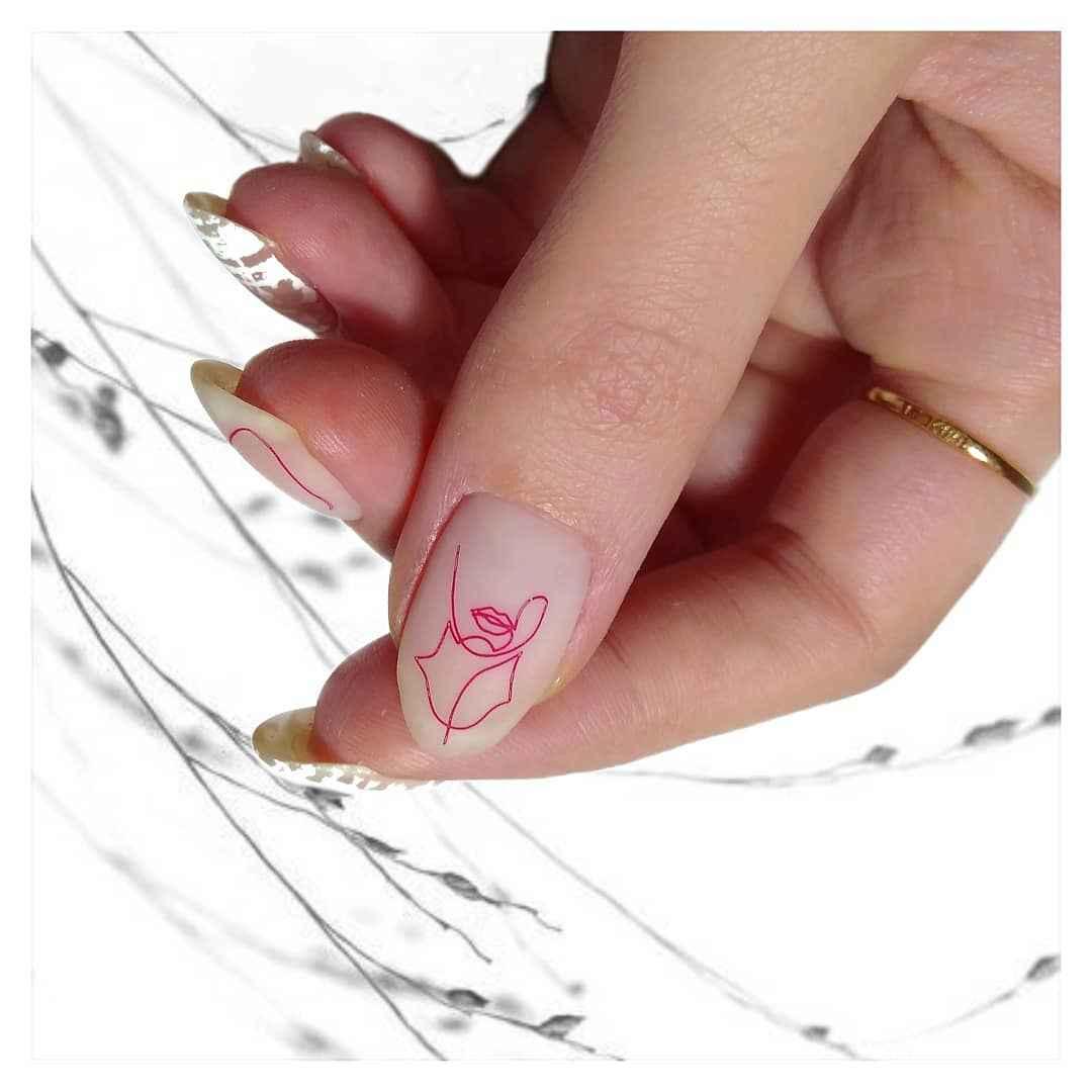 Матовый маникюр на короткие ногти с рисунком или декором фото_23