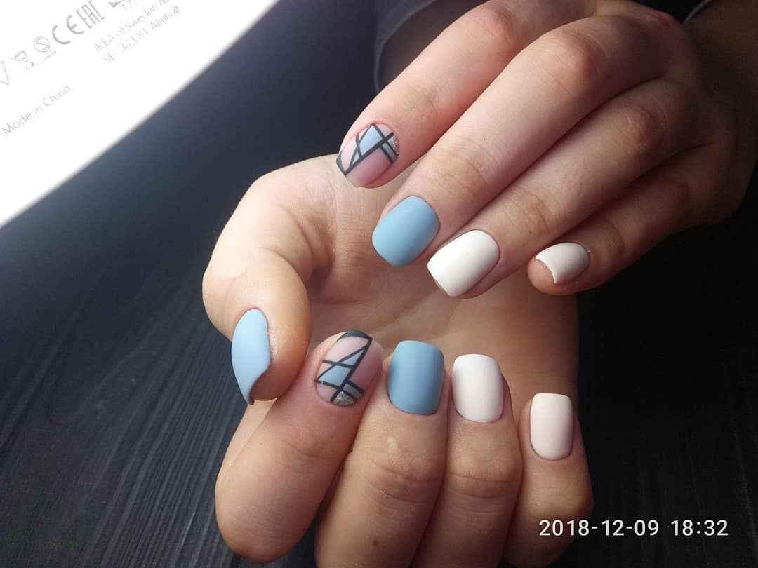 Матовый маникюр на короткие ногти с рисунком или декором фото_21