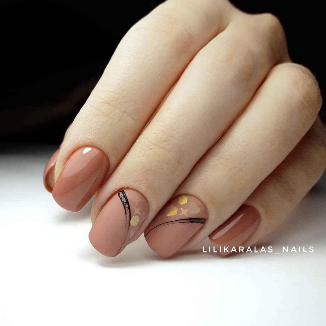 Нежный матовый маникюр на короткие ногти фото_9