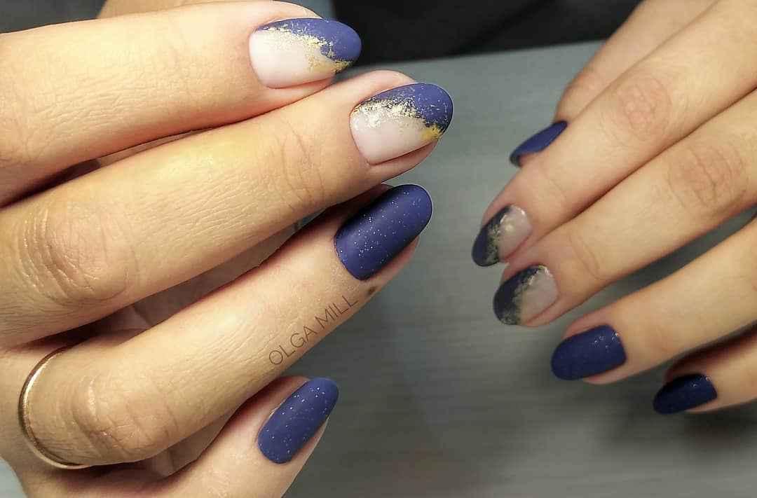 Матовый маникюр на короткие ногти с рисунком или декором фото_19