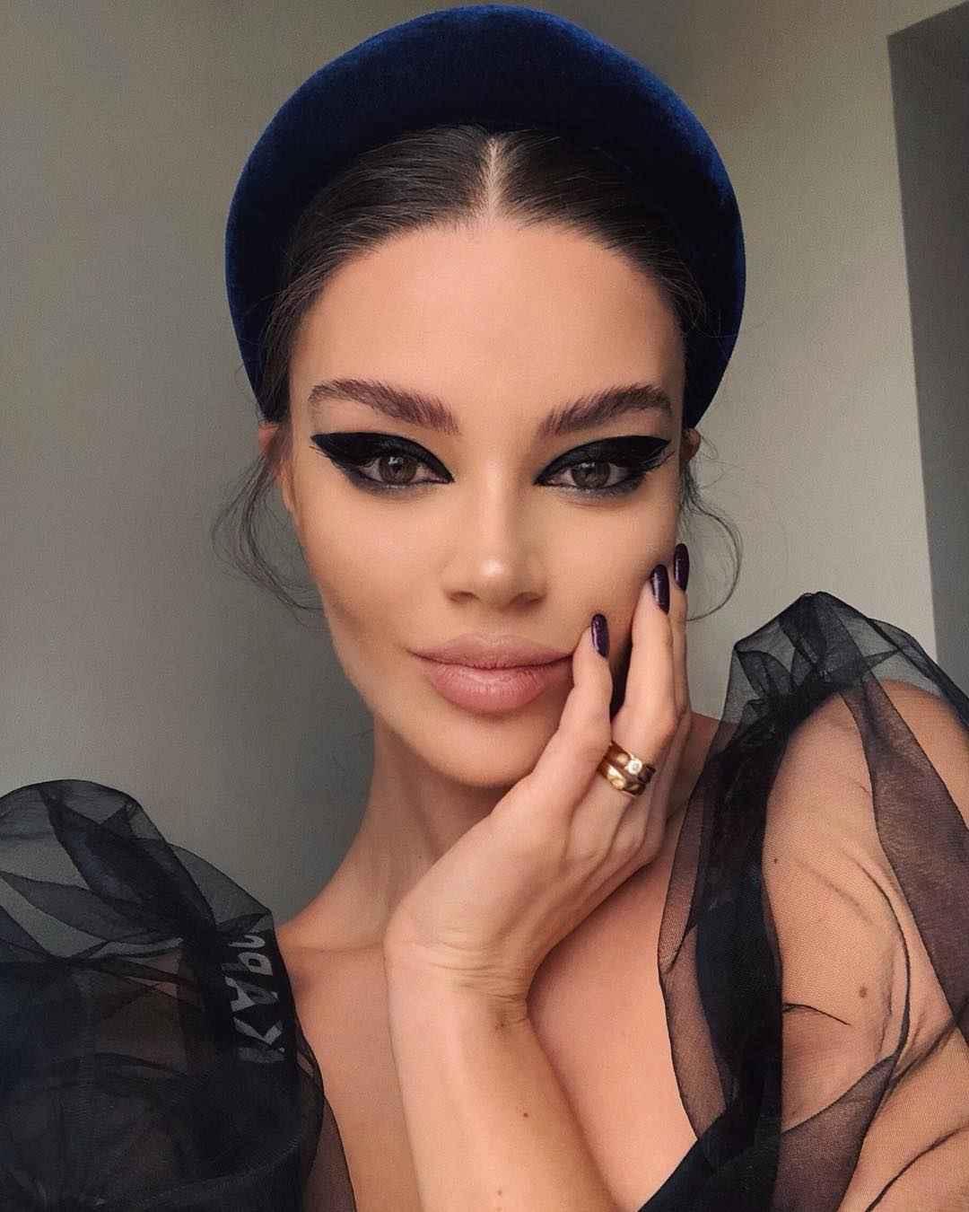Вечерний макияж для темных волос и зеленых глаз_10