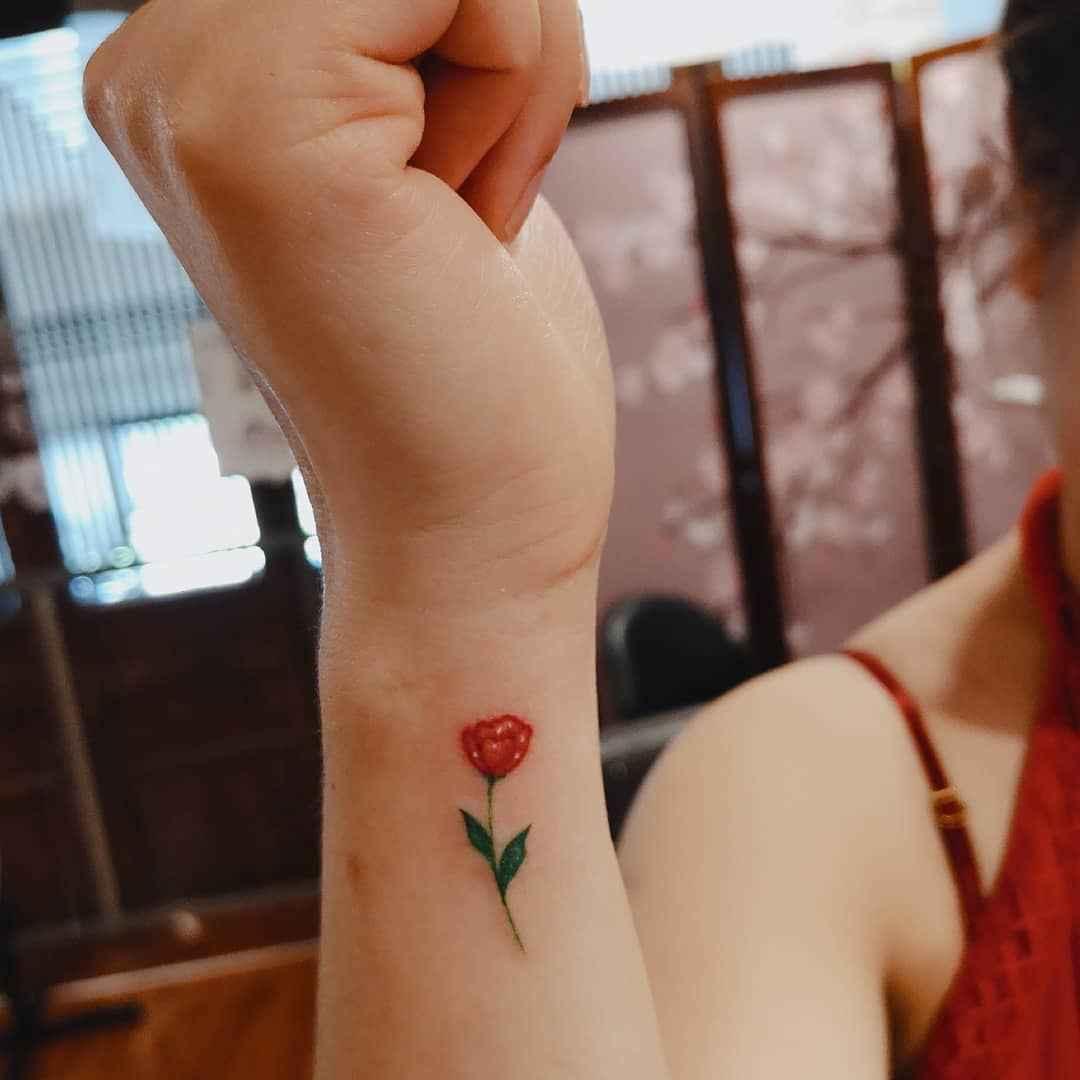 Маленькие татуировки для девушек на запястье фото_33