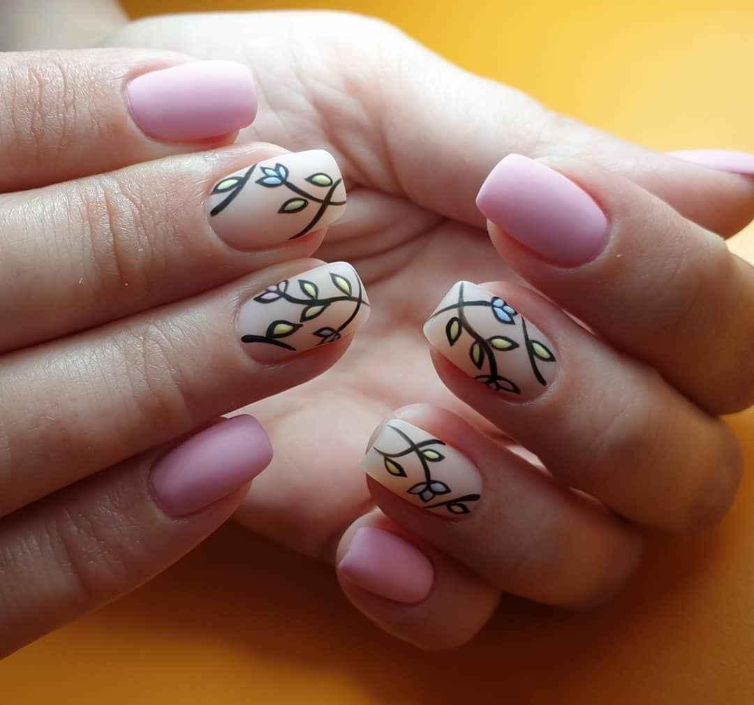 Матовый маникюр на короткие ногти с рисунком или декором фото_16