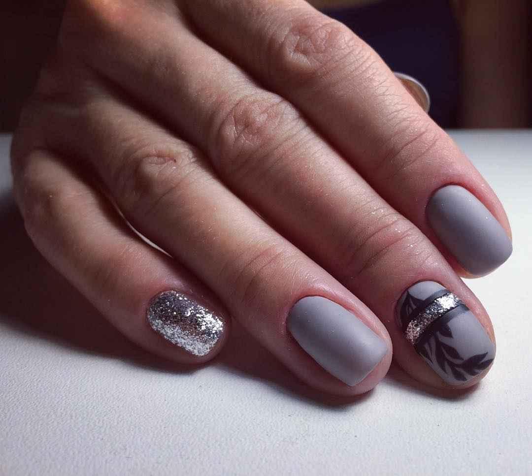 Матовый маникюр на короткие ногти с рисунком или декором фото_15