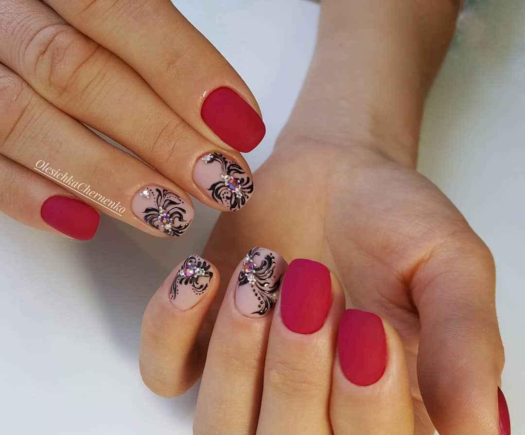 Матовый маникюр на короткие ногти с рисунком или декором фото_11