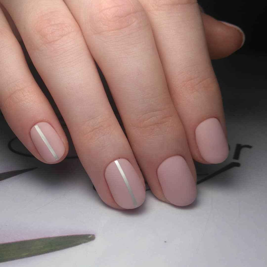 Нежный матовый маникюр на короткие ногти фото_6