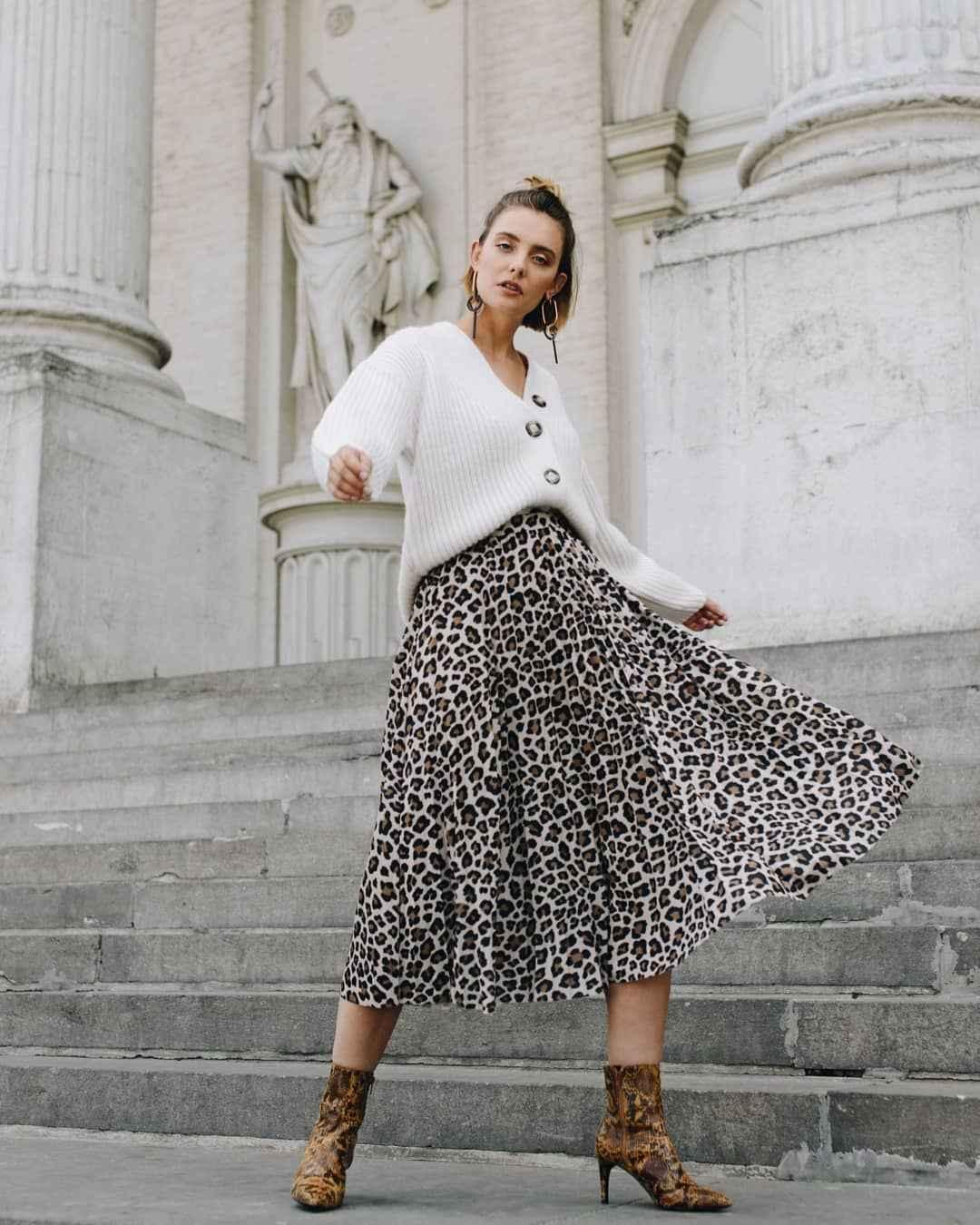 С чем носить леопардовую плиссированную юбку фото_1