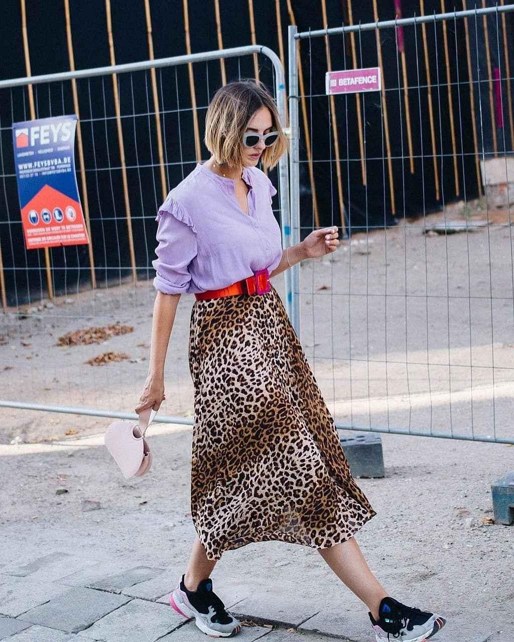 С чем носить леопардовую плиссированную юбку фото_13