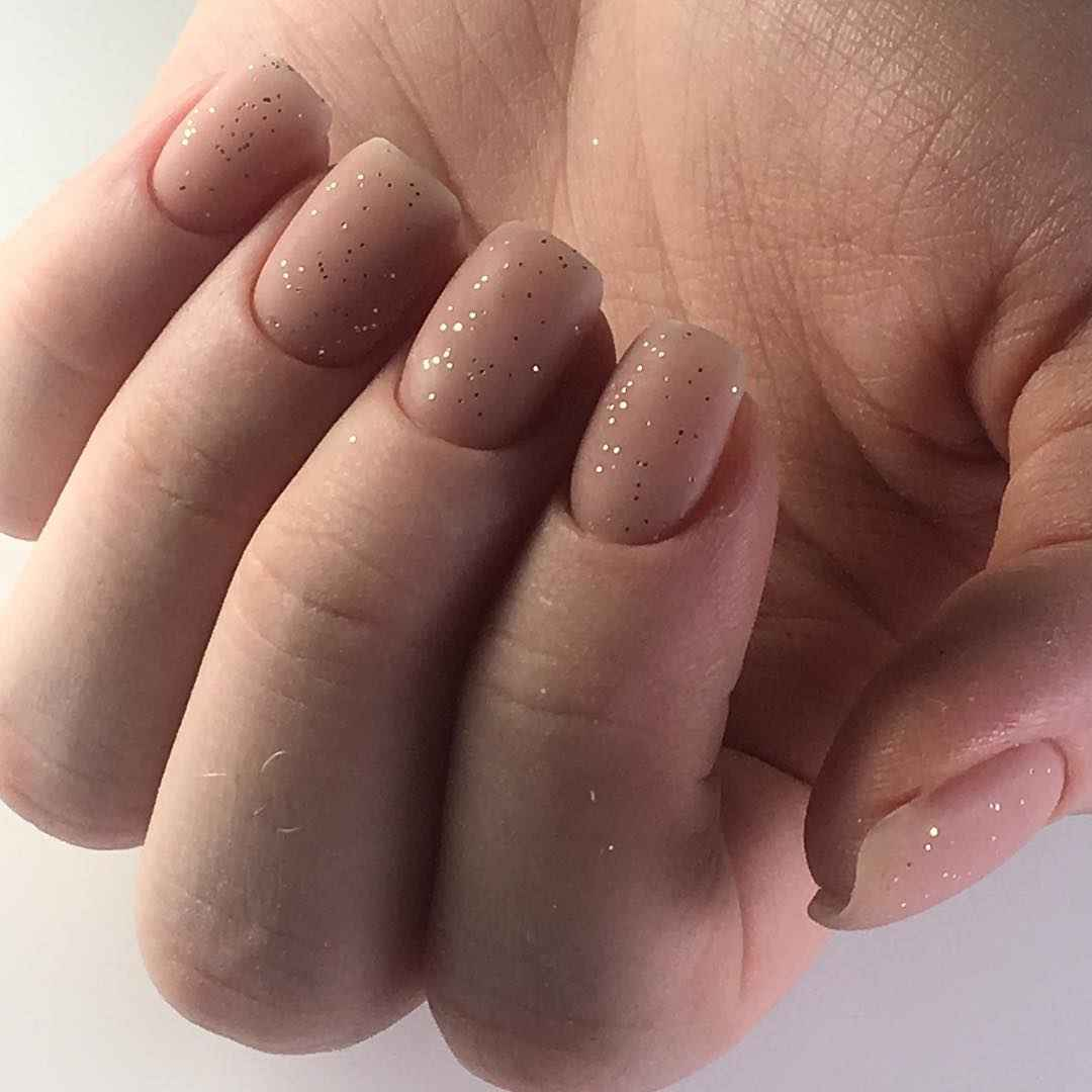 Нежный матовый маникюр на короткие ногти фото_5