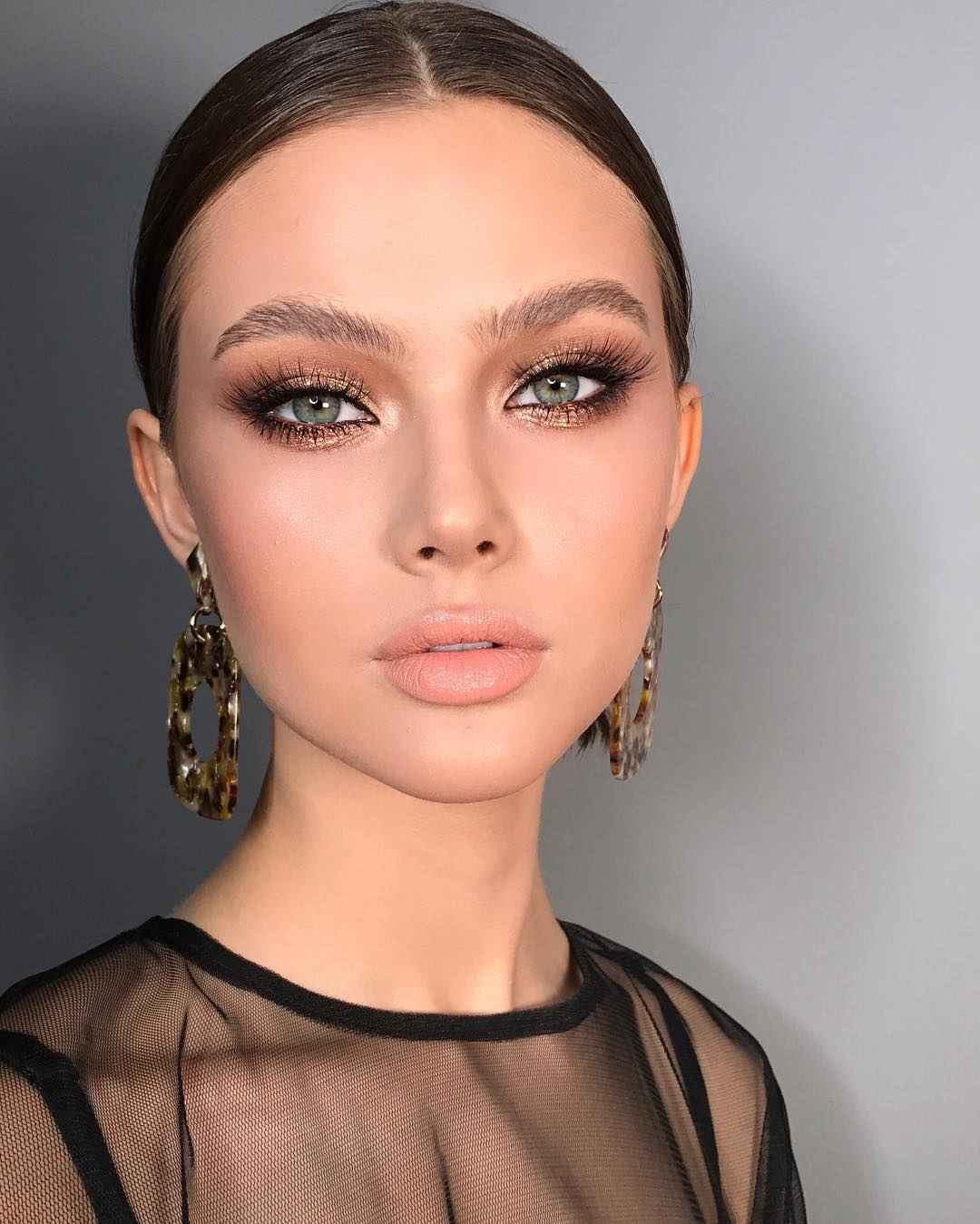 Дневной макияж для темных волос и зеленых глаз_15