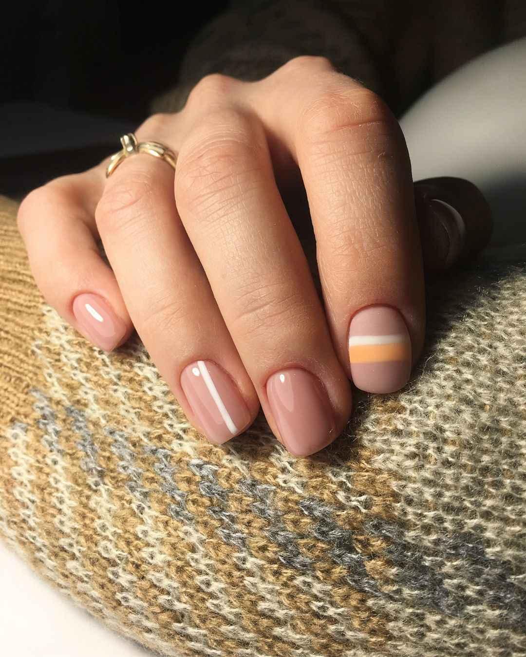 Нежный матовый маникюр на короткие ногти фото_4