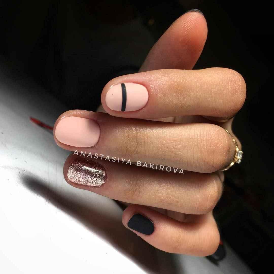 Нежный матовый маникюр на короткие ногти фото_3