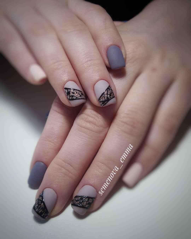 Матовый маникюр на короткие ногти с леопардовым принтом фото_5