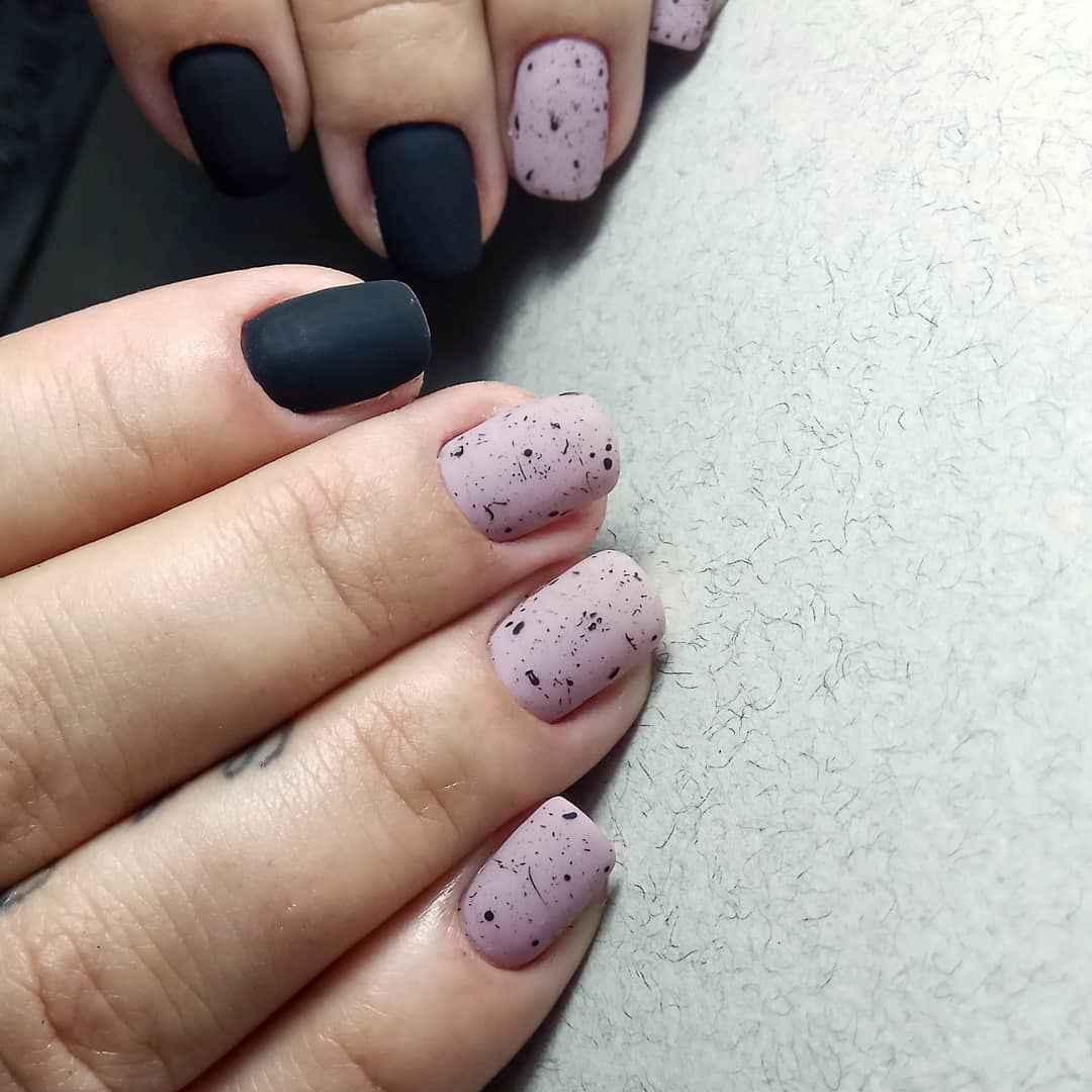 Матовый маникюр на короткие ногти фото_12