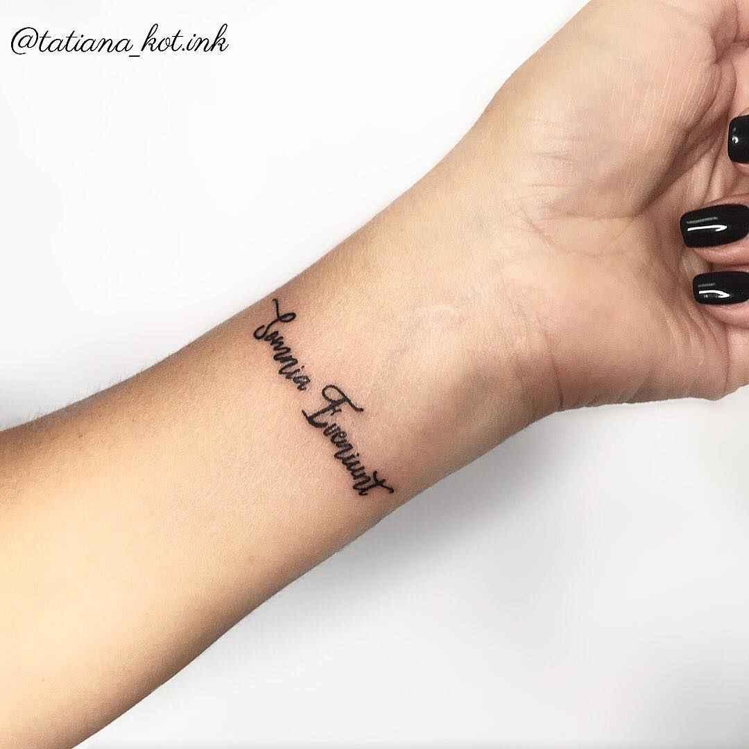 Маленькие татуировки для девушек на запястье фото_18
