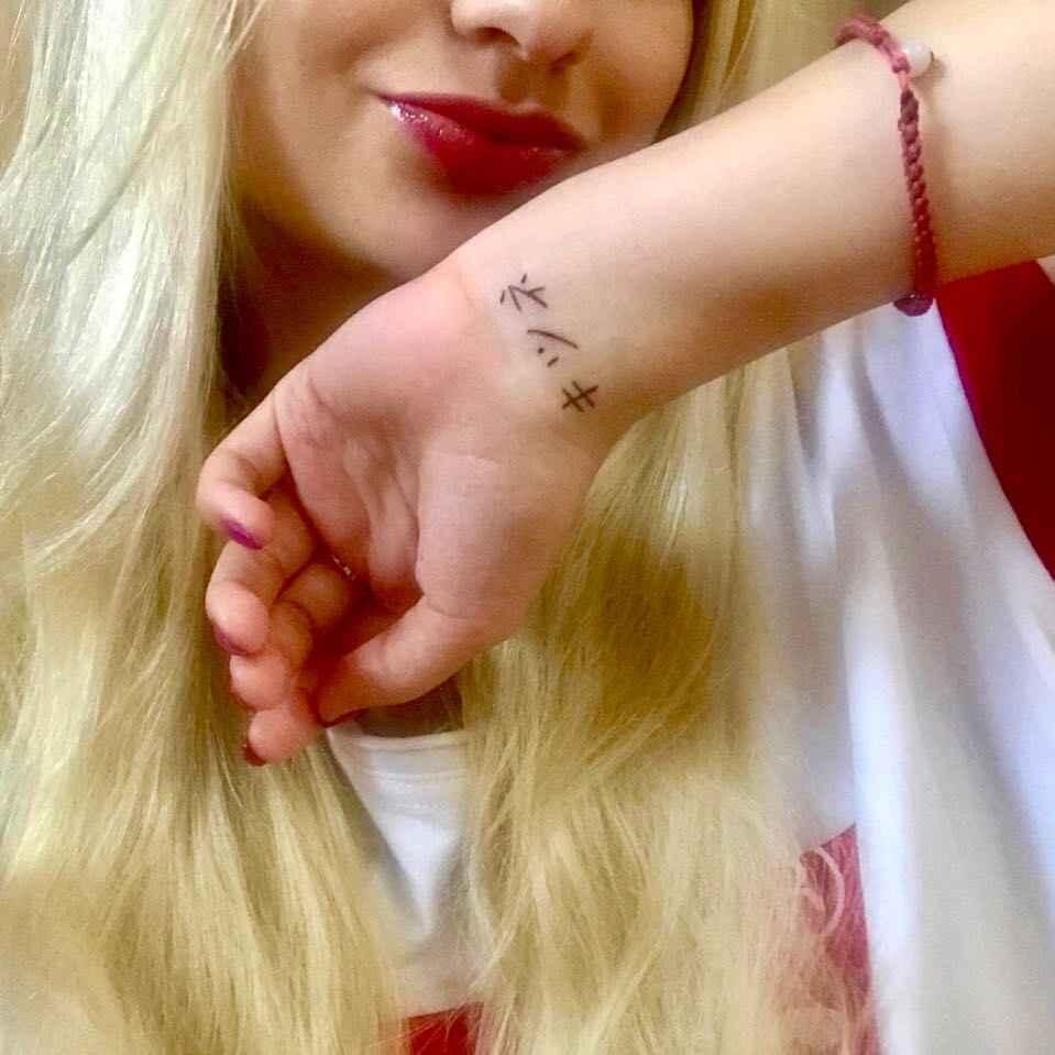 Маленькие татуировки для девушек на запястье фото_50