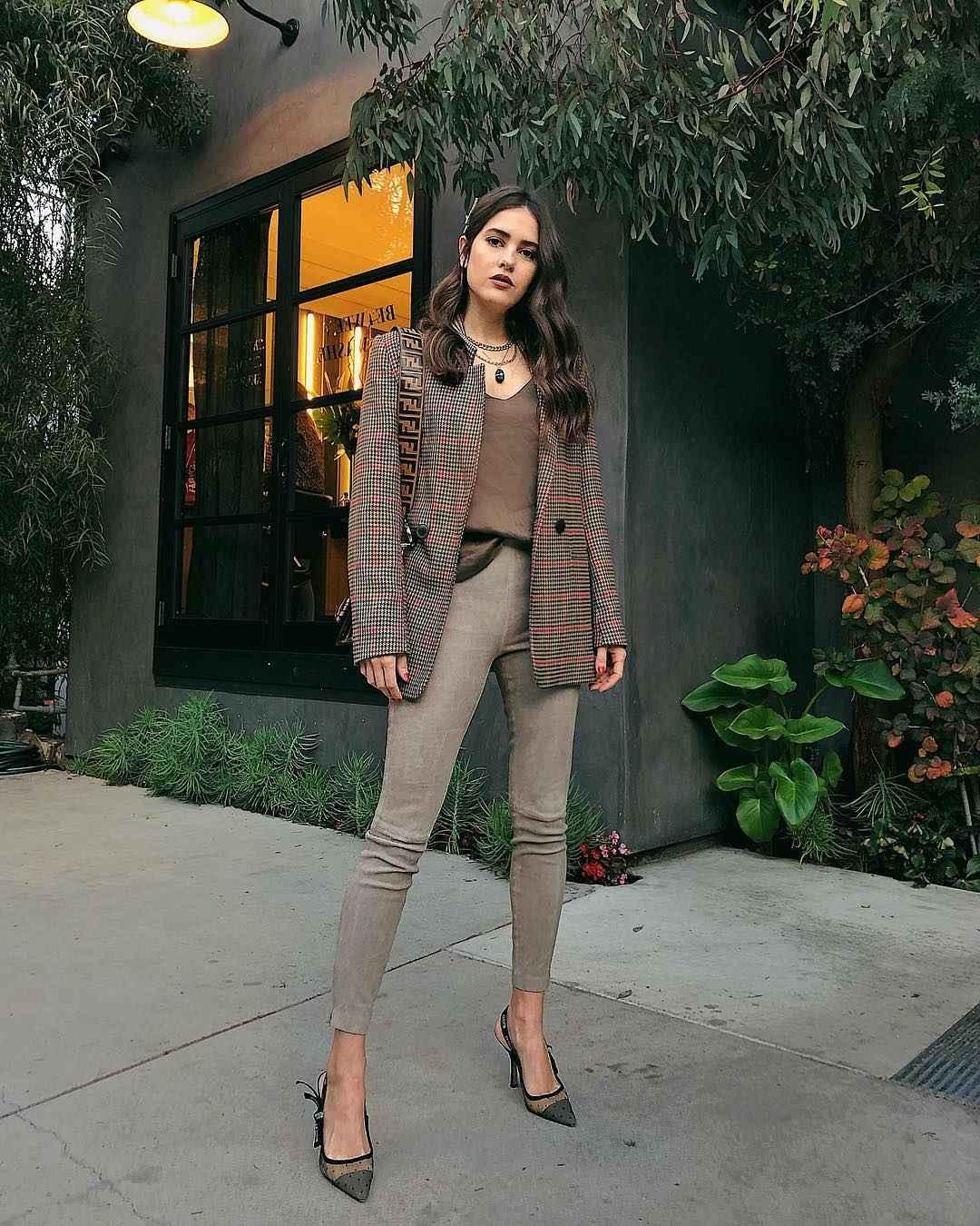 Модный офисный стиль 2019-2020 с брюками фото идеи_11