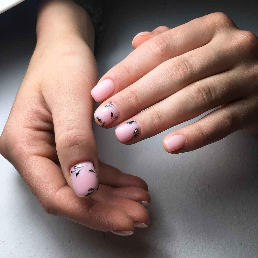 Тренды маникюра на короткие ногти весна 2019 фото_10