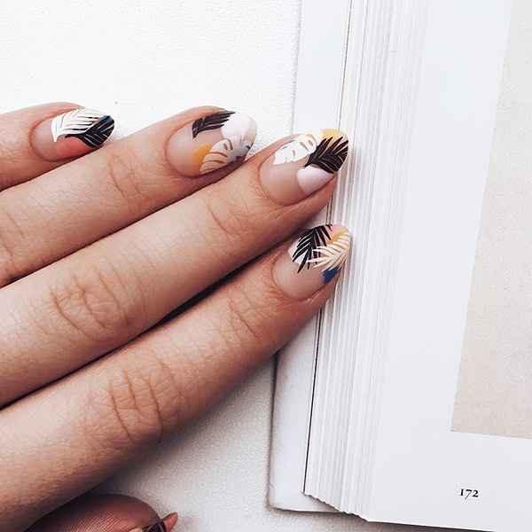 Пастельный маникюр на коротких ногтях фото_15