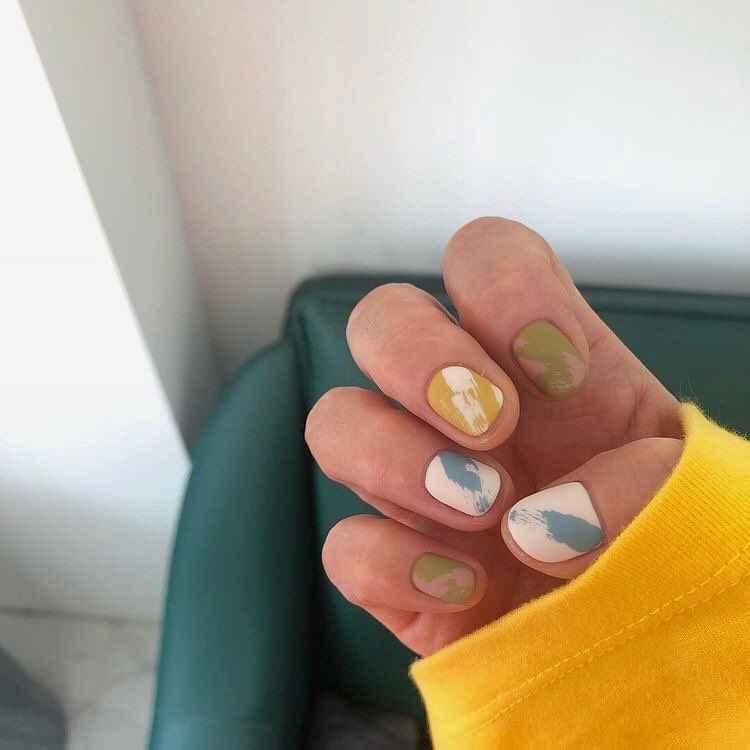 Пастельный маникюр на коротких ногтях фото_14
