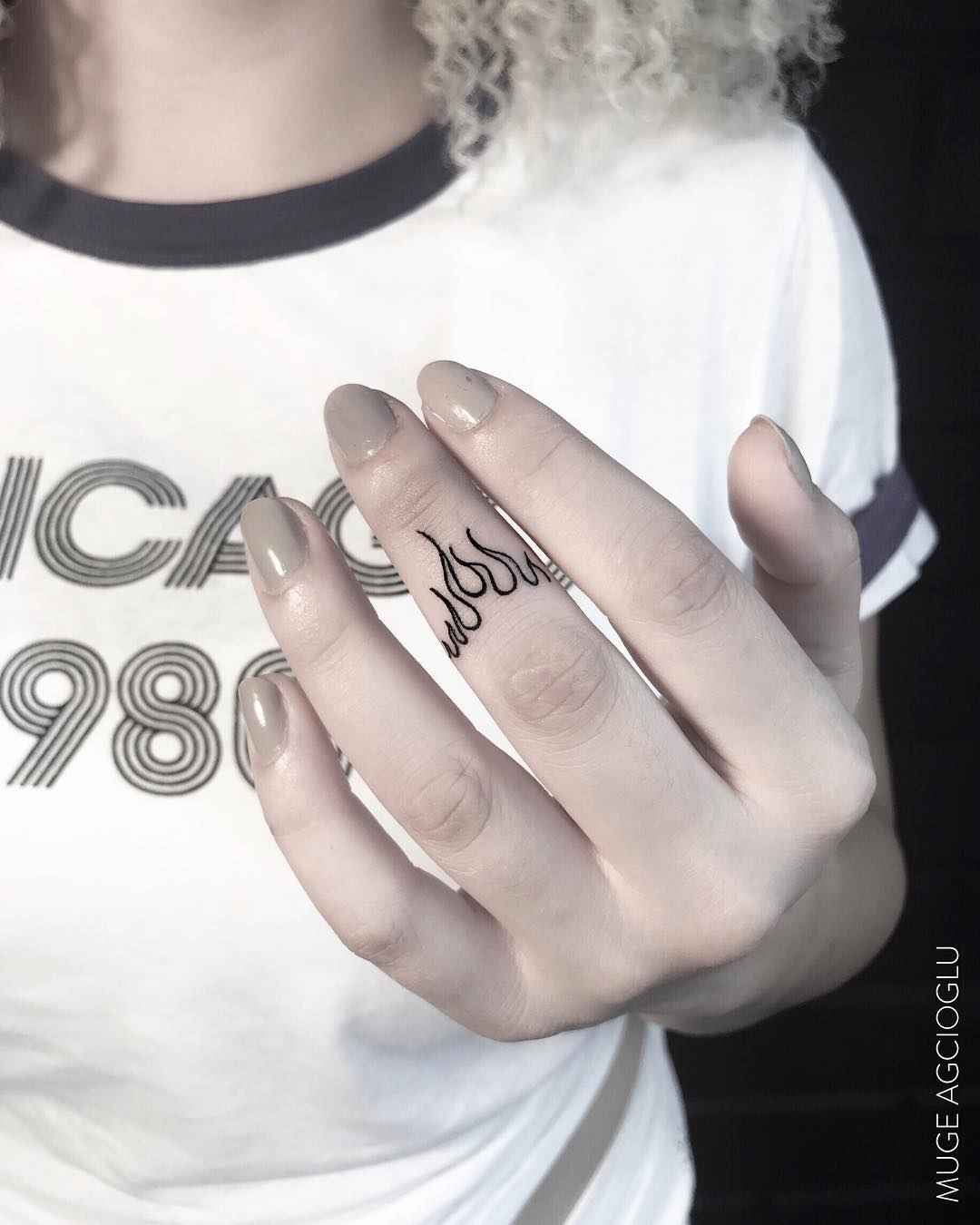 Тату на пальцах для девушек фото_1