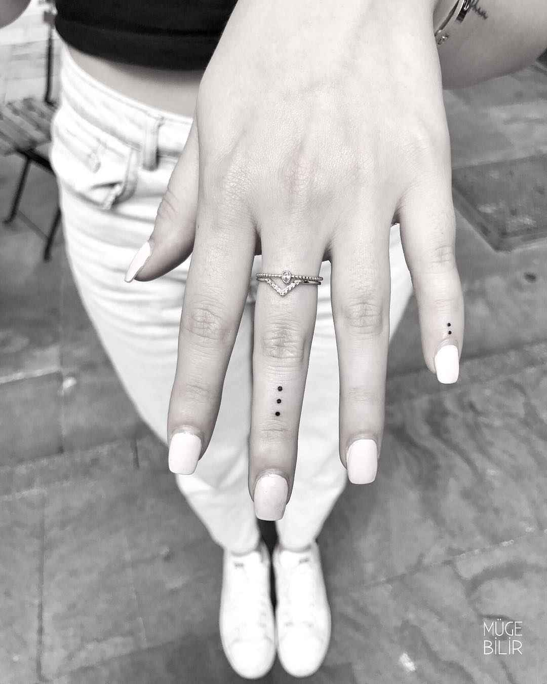 Тату на пальцах для девушек фото_11