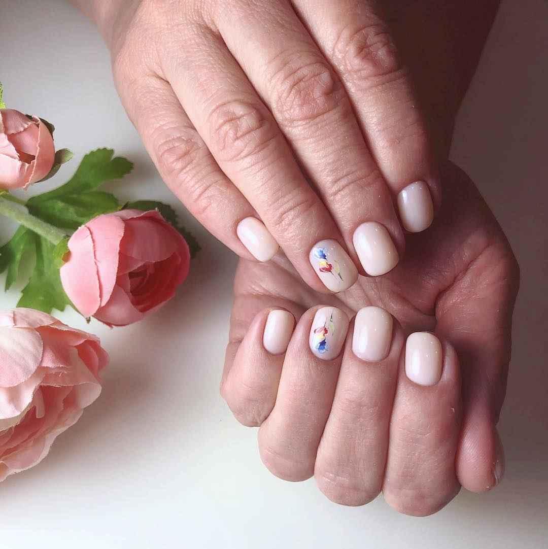 Маникюр весна 2019 на короткие ногти миндаль фото_1