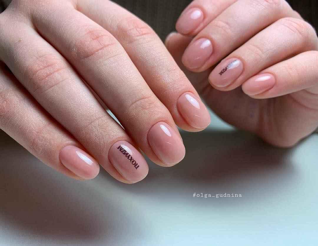 Тренды маникюра на короткие ногти весна 2019 фото_11