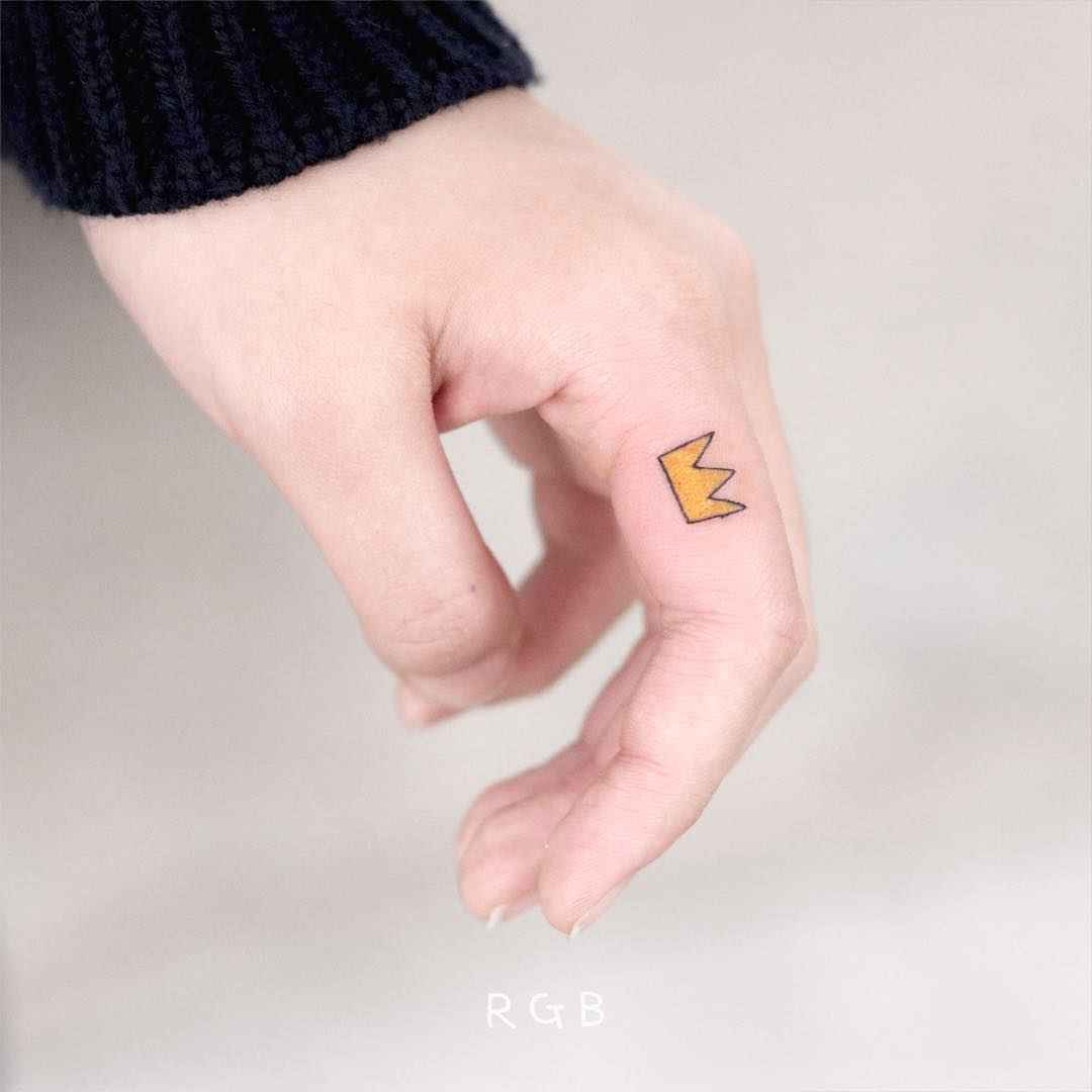 Тату на пальцах для девушек фото_40