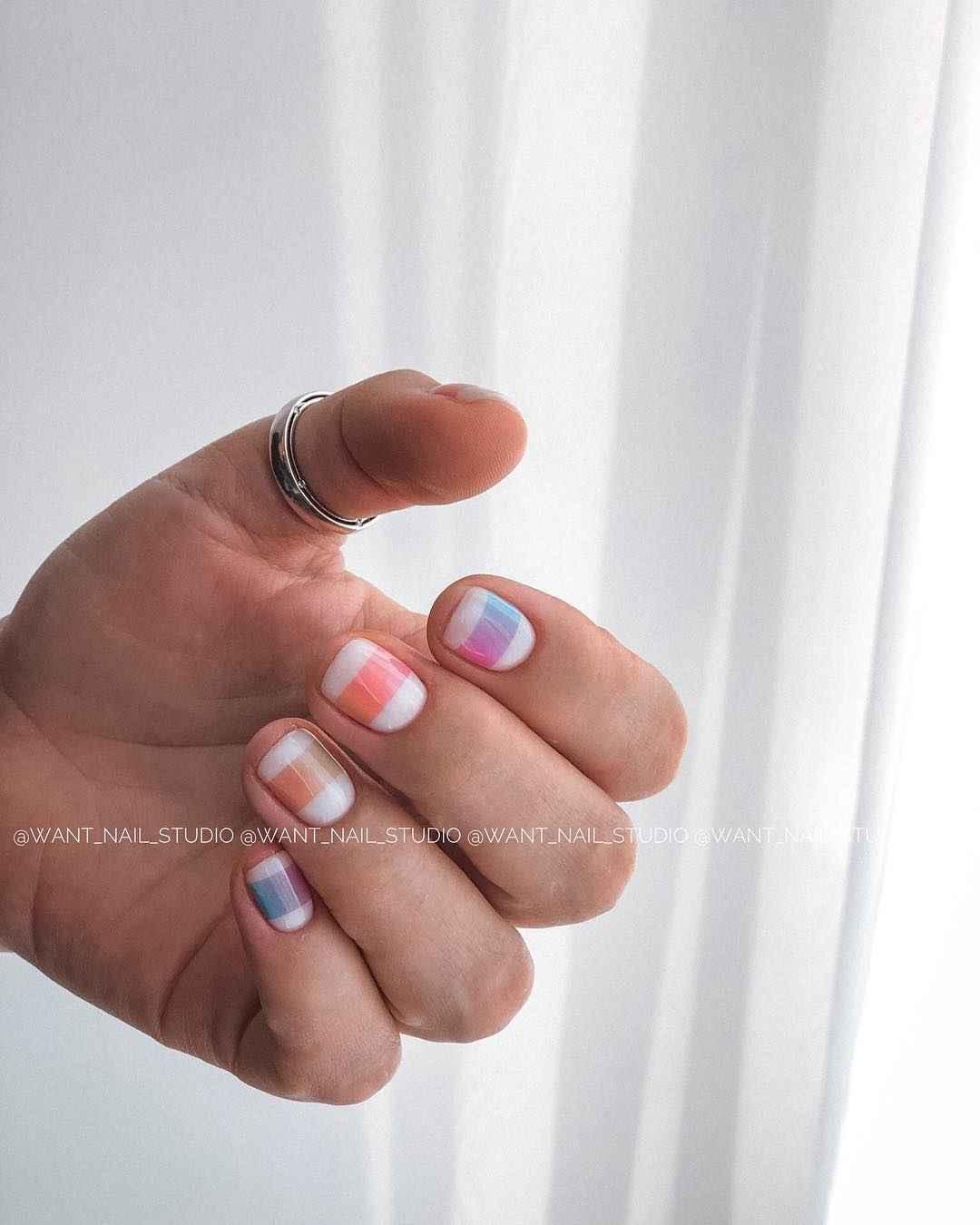 Маникюр на очень короткие ногти фото_14