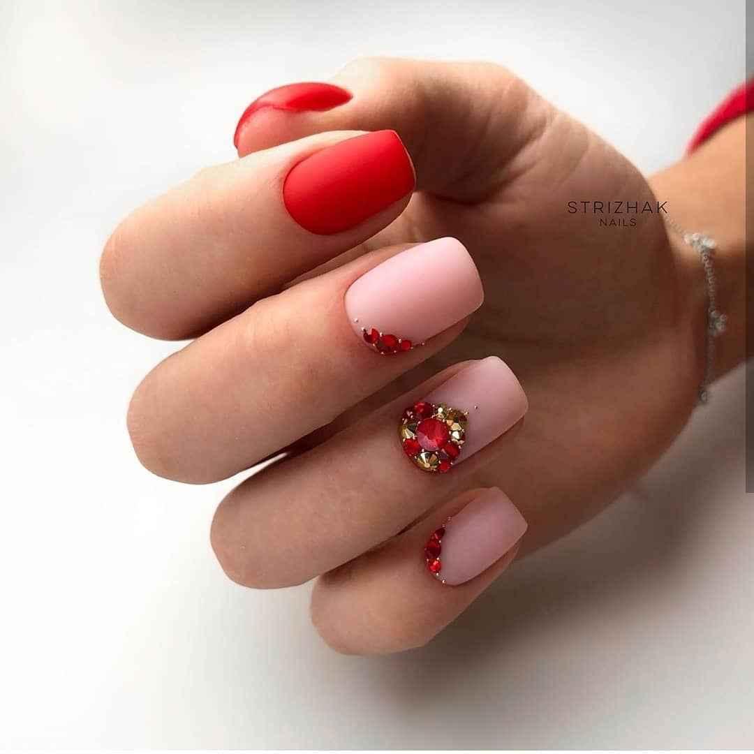 Красный летний маникюрдля женщин за 50 фото_6