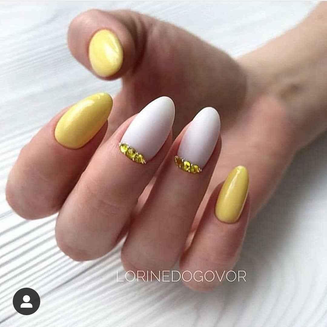 Желтый маникюрдля женщин за 50 фото_2