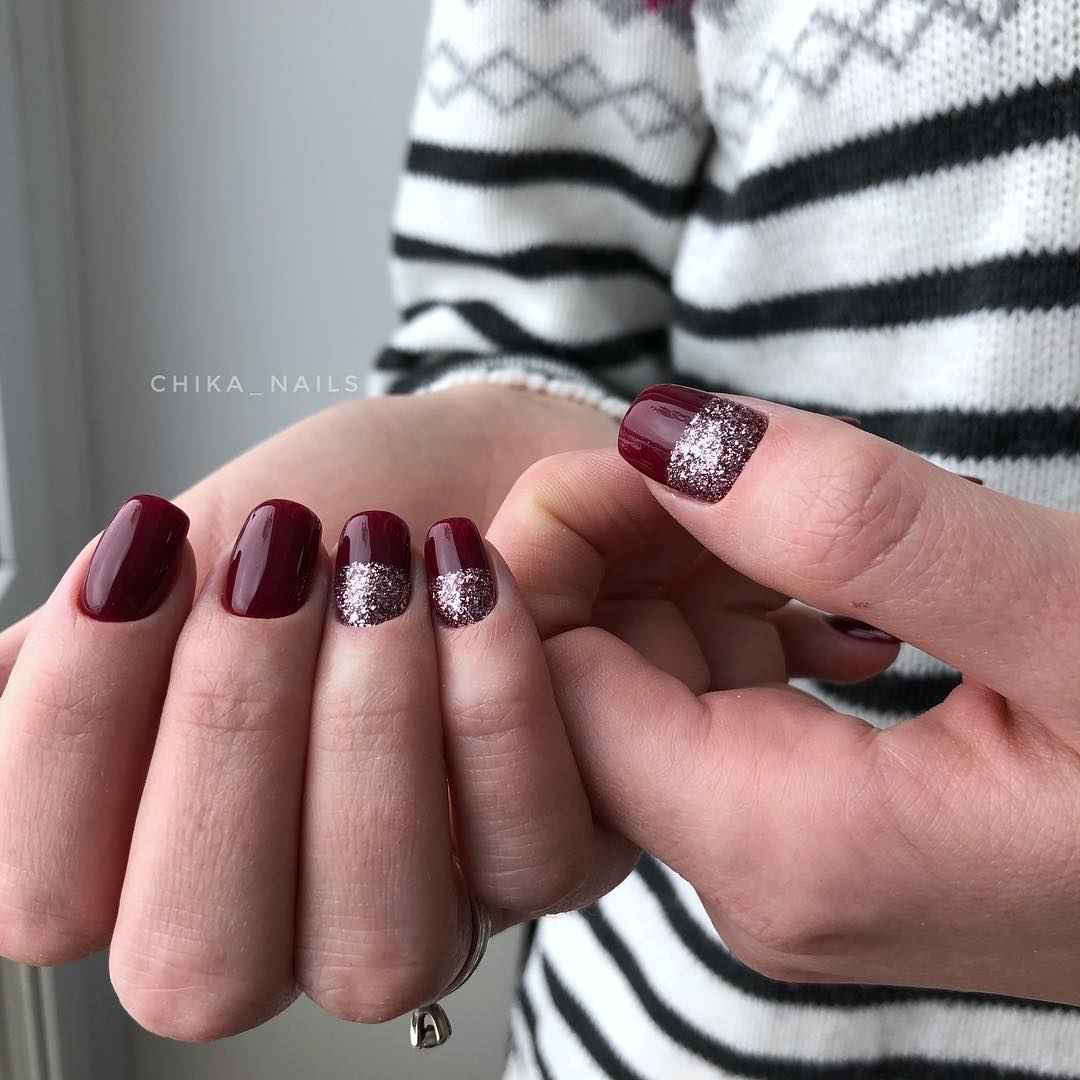 Бордовый летний маникюрдля женщин за 50 фото_3