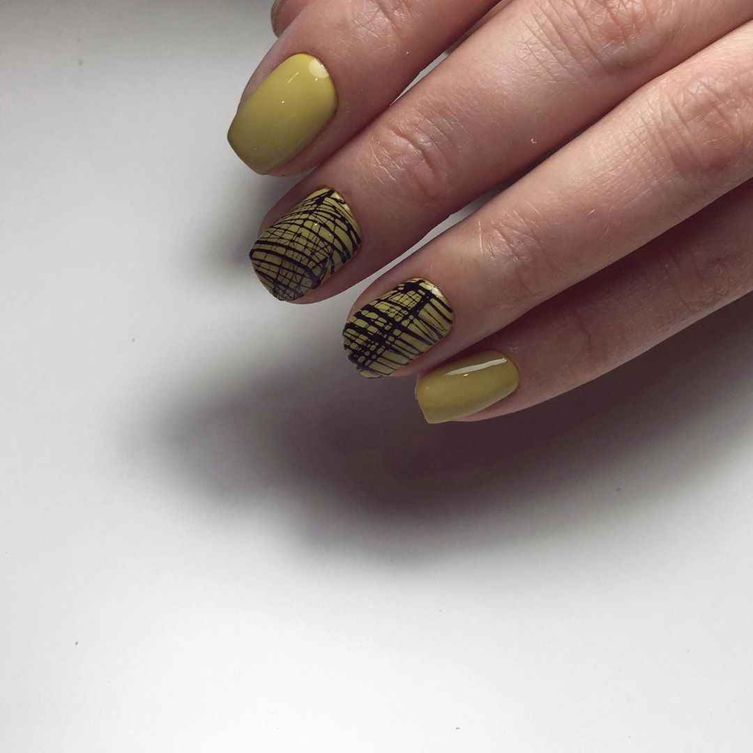 Маникюр паутинка на короткие ногти фото_64