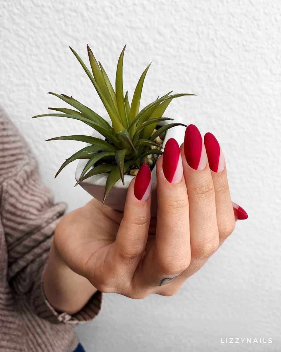 Бордовый летний маникюрдля женщин за 50 фото_6