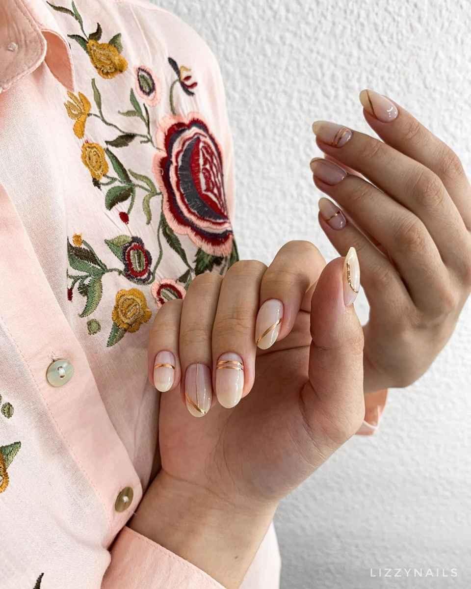Розовый летний маникюрдля женщин за 50 фото_11