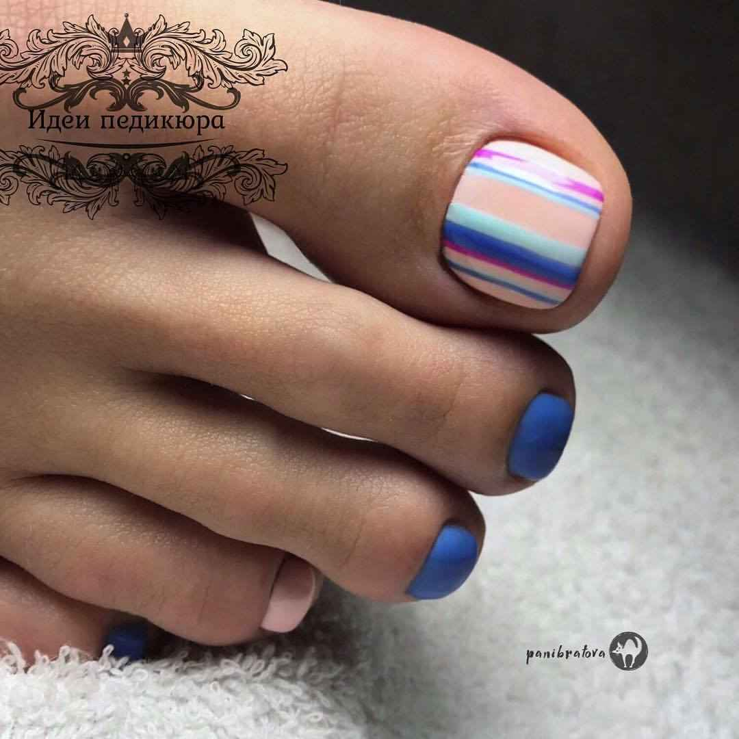 Модный педикюр лето 2019 фото_32