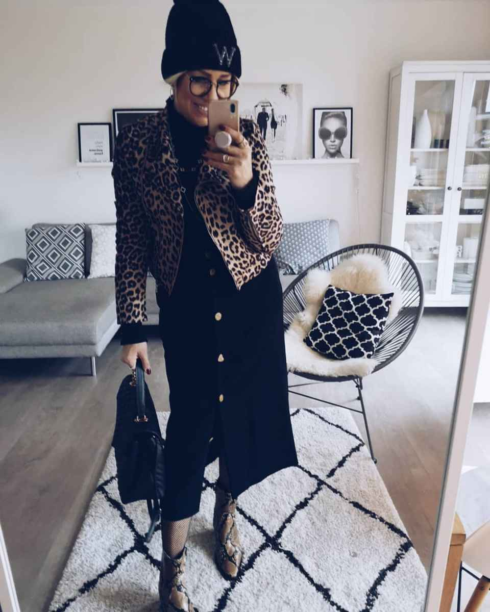 Модные платья для женщин 50 лет осень-зима 2019-2020 фото_10