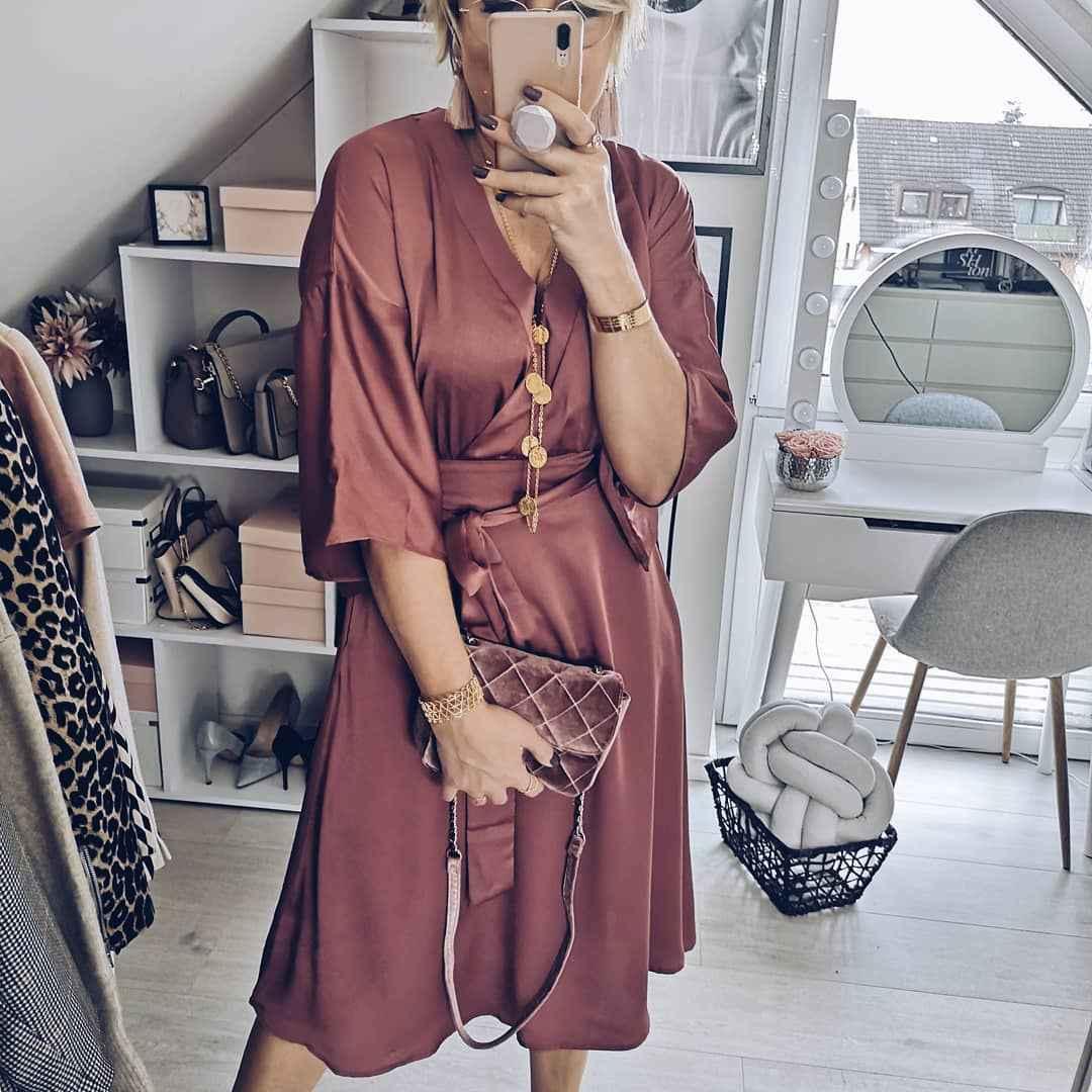 Модные платья для женщин 50 лет осень-зима 2019-2020 фото_8