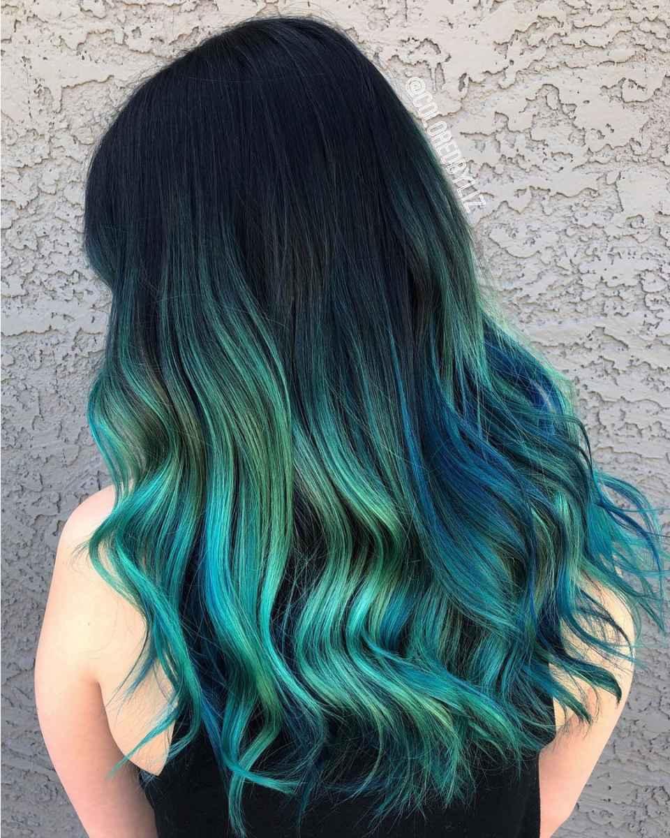Черно-зеленое омбре на волосах
