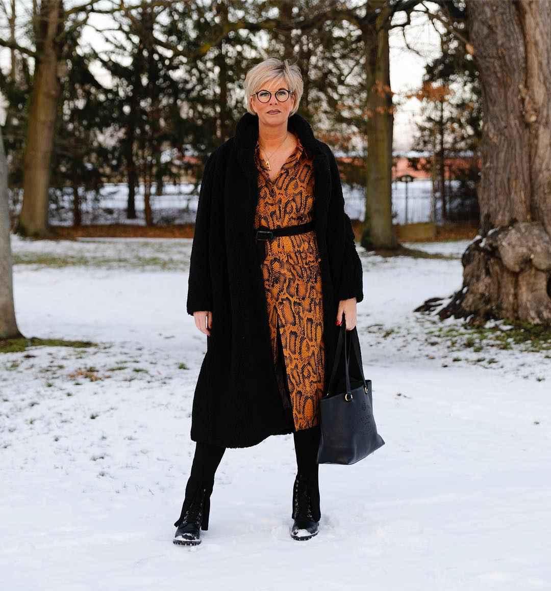 Модные платья для женщин 50 лет осень-зима 2019-2020 фото_24