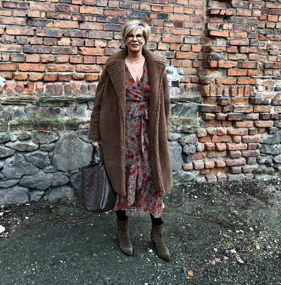 Модные платья для женщин 50 лет осень-зима 2019-2020 фото_23