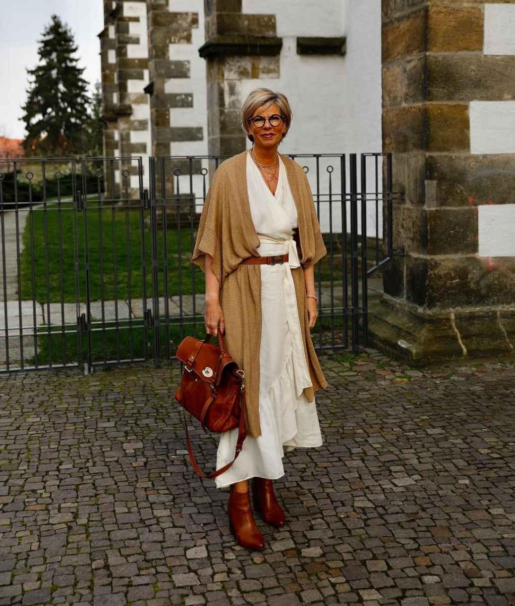 Модные платья для женщин 50 лет осень-зима 2019-2020 фото_22