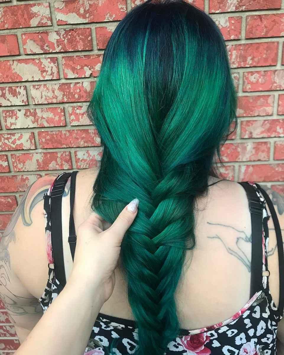 Изумрудно-зеленые волосы